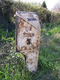 Lea Line (Lea Parish) mile marker - 5 miles to Ross