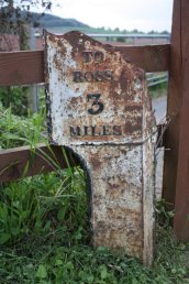 Weston-under-Penyard (Weston Parish) mile marker - 3 miles to Ross