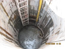 The inside of the falling shaft (16-04-08)