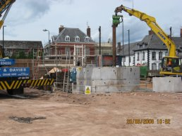 The piles being removed (20-06-08)