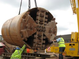 The tunnelling machine being lowered (21-08-08)