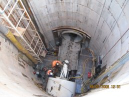 The tunnelling machine being prepared (06-02-08)