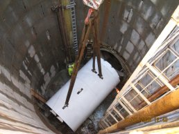 The tunnelling machine being lowered (31-01-08)