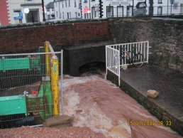 The flood waters at the sluice (15-01-08)