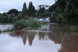 The river Wye in flood (06-09-08)