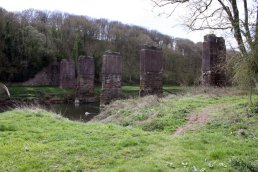 Ballingham Railway Bridge piers (09-04-12)
