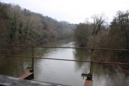The view east off the Welsh Bicknor Bridge (03-01-2011)