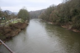 The view west off the Welsh Bicknor Bridge (03-01-2011)