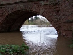 The river Wye in flood (28-3-06)