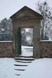 Snow on Kyrle Gate (south side)